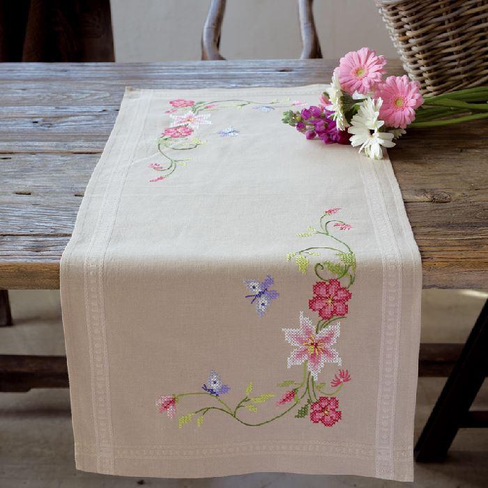Chemin de table Fleurs roses avec papillons Vervaco VE ...