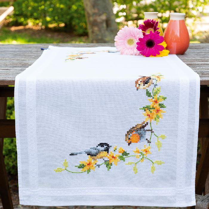 chemin de table imprim point de croix oiseaux chanteurs vervaco broderies cie. Black Bedroom Furniture Sets. Home Design Ideas