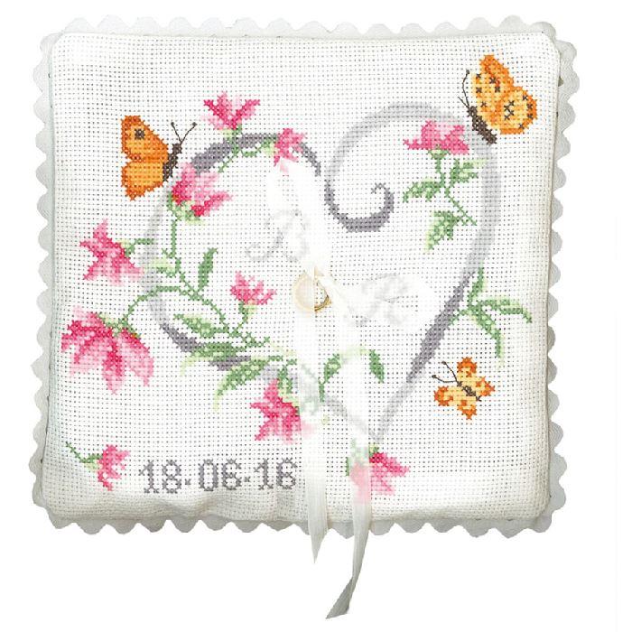 Coussin alliance broder coeur en fleurs de princesse pr - Broderie point de croix grilles gratuites fleurs ...