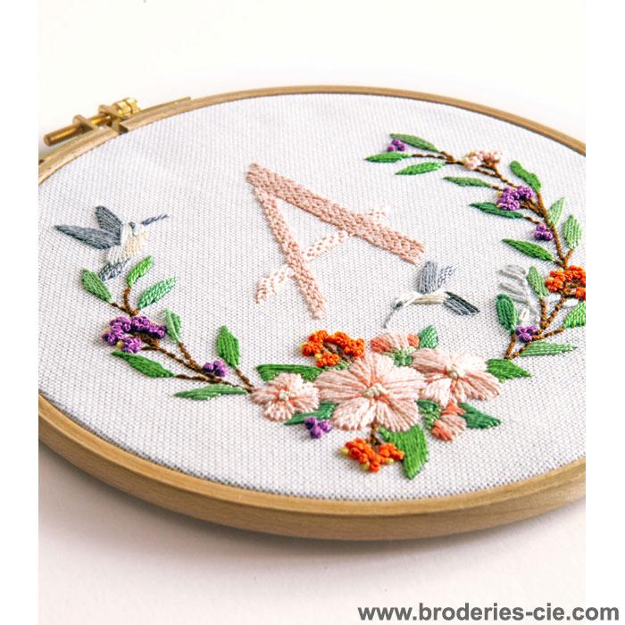 Kit Broderie Traditionnelle Couronne de fleurs , DMC